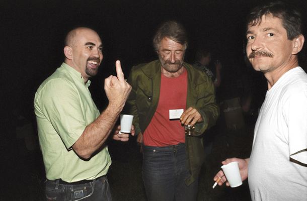 Igor Prodnik (prvi iz leve) v trenutku mistične ekstaze (foto: Mladina).