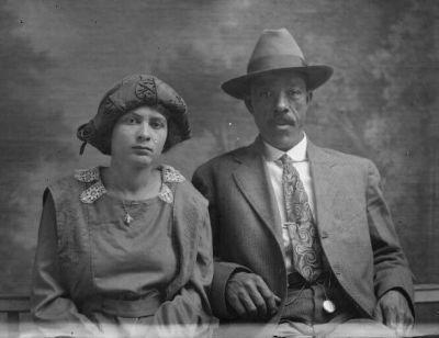 """""""Istospolna poroka je rezultat revizionizma v zgodovinskem mišljenju glede poroke. Prepoved medrasnih porok kot del zakonodaje Jima Crowa pa je bila nasprotno le del odvratnega gibanja, ki je zanikalo temeljno enakost in dostojanstvo vseh človeških bitij ter nasilno razdelilo družbo na rasni osnovi."""""""